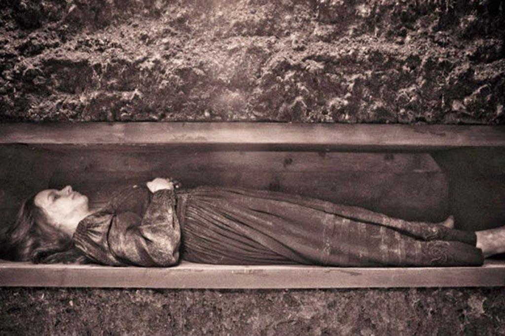 Что делать, если очнулись в гробу