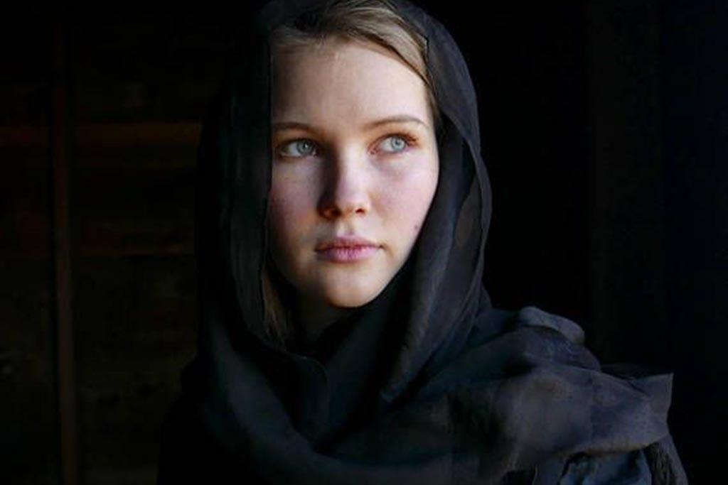 Кто должен надевать черный платок на похороны