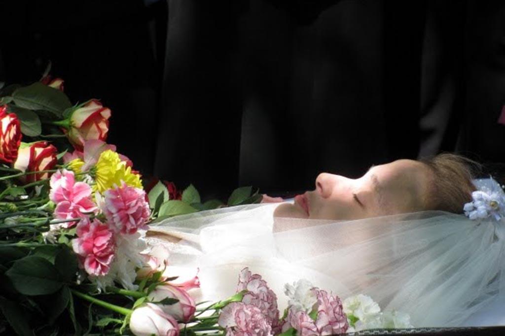 Незамужняя покойная девушка