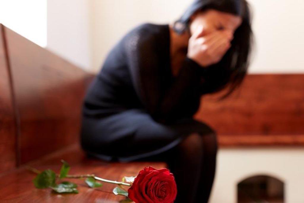 Обязательно ли надевать черный платок на похороны