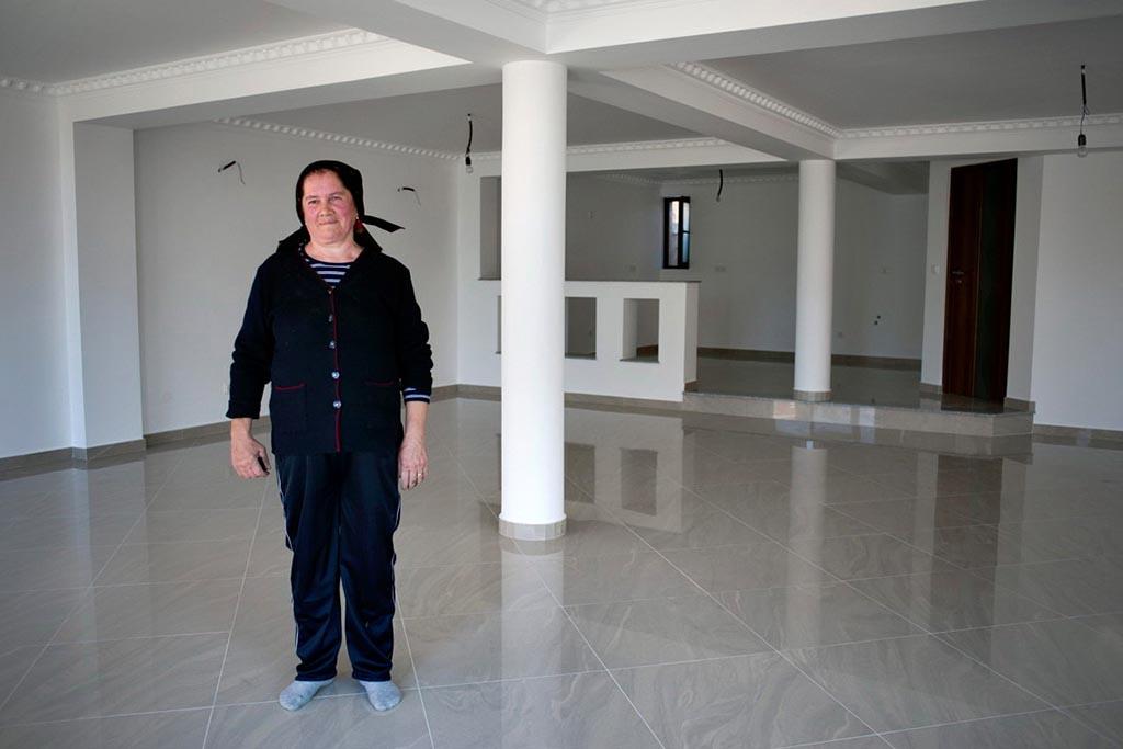Очистить полы после выноса покойника из дома по православному – кто должен это делать