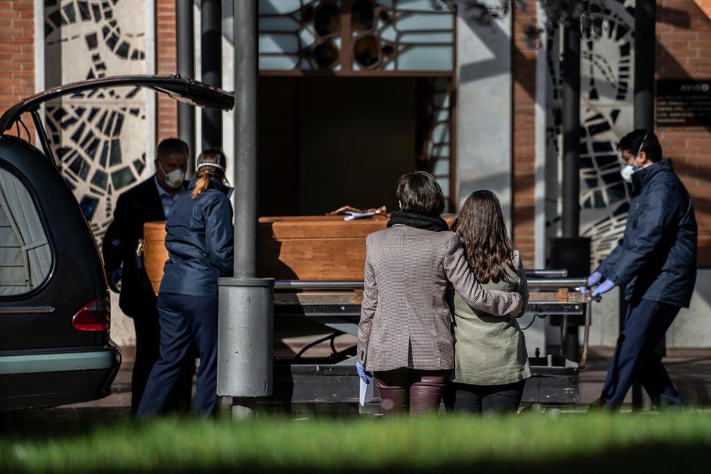 Почему умершего от коронавируса отдают в закрытом гробу и не разрешают открывать