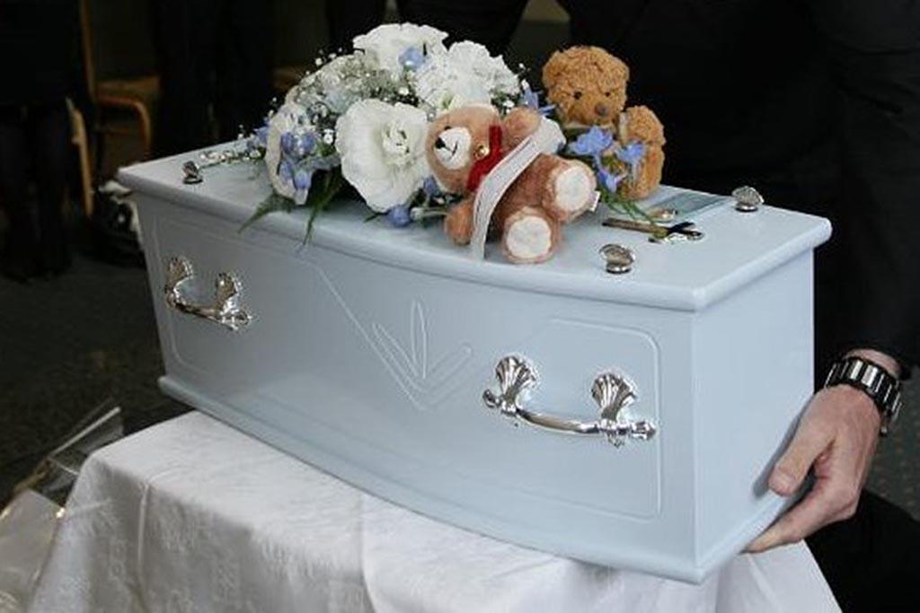 Поминки и ритуалы: церковь об игрушках на погребении