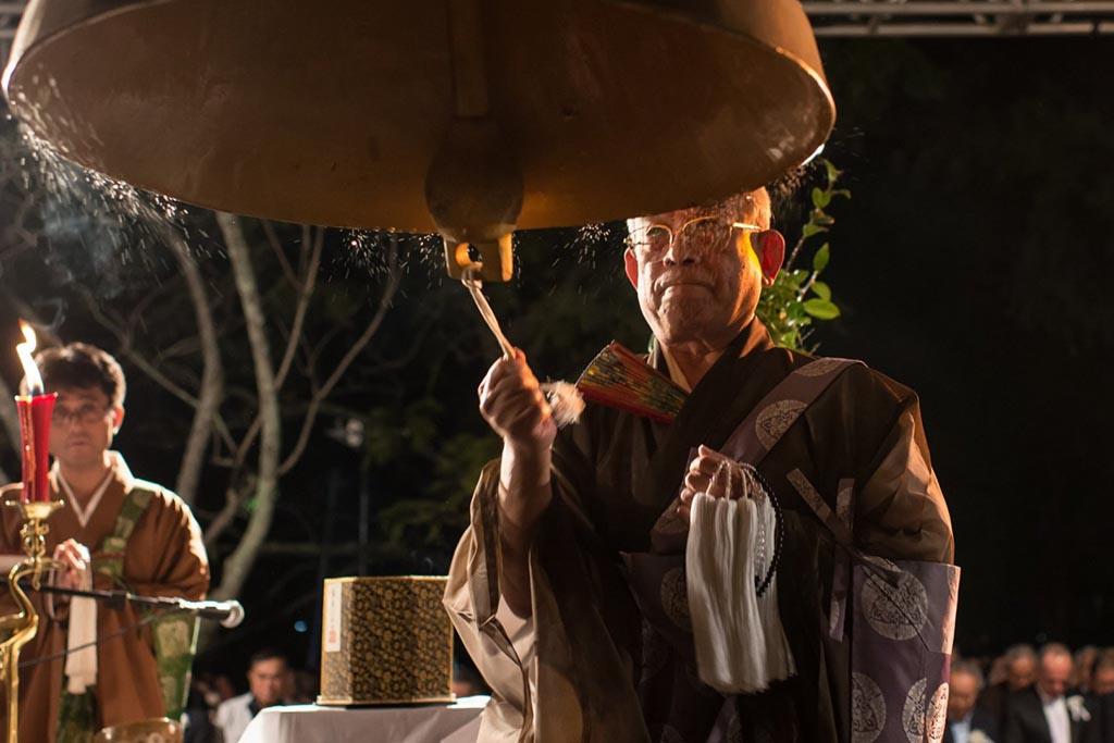 Приглашения священника и представителя похоронного агентства на территории Японии