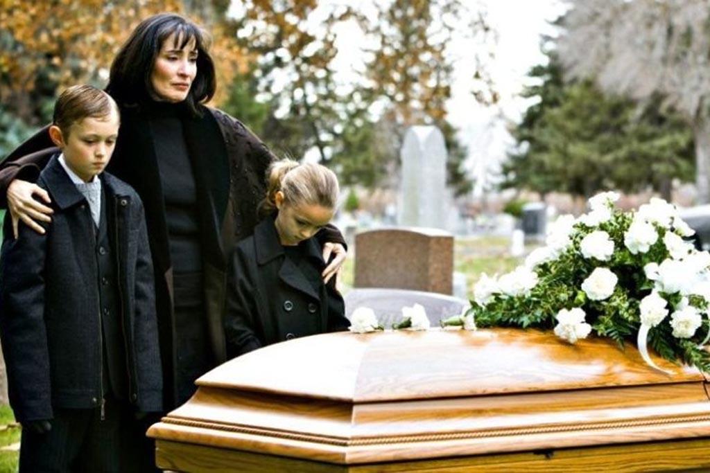 Сколько длится траур по умершему мужу от жены