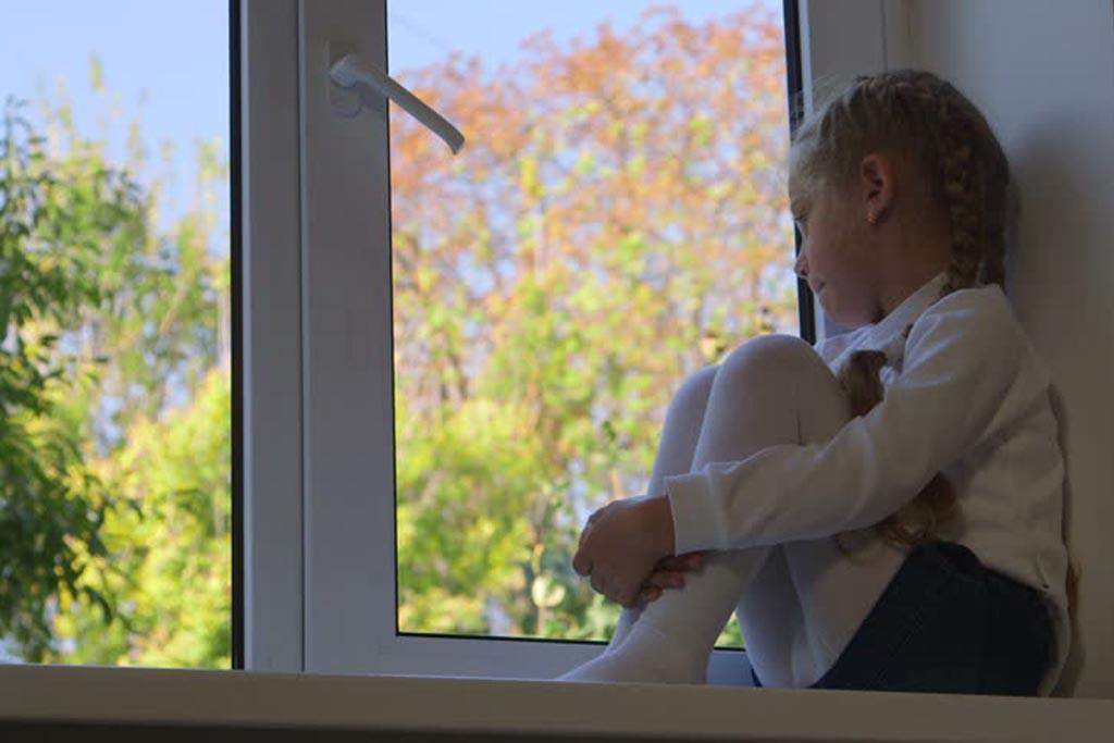 Смотреть на похороны из окна