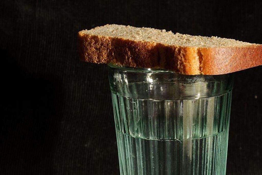 Церковь против алкоголя и еды на могилах
