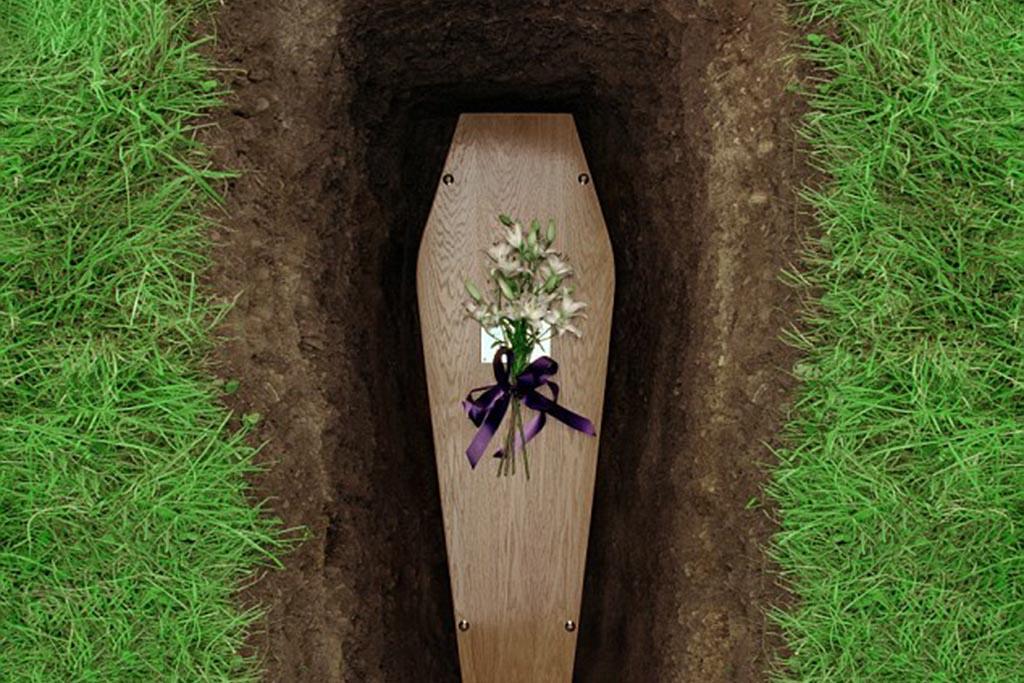 Упасть на кладбище – примета к чему