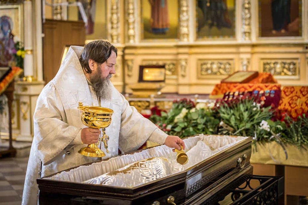 Что кладут в гроб умершему православному человеку