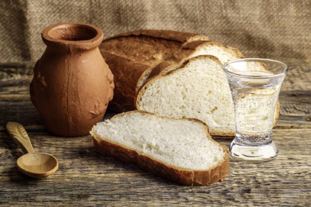 Дохристианские корни традиции ставить рюмку водки с хлебом для покойного