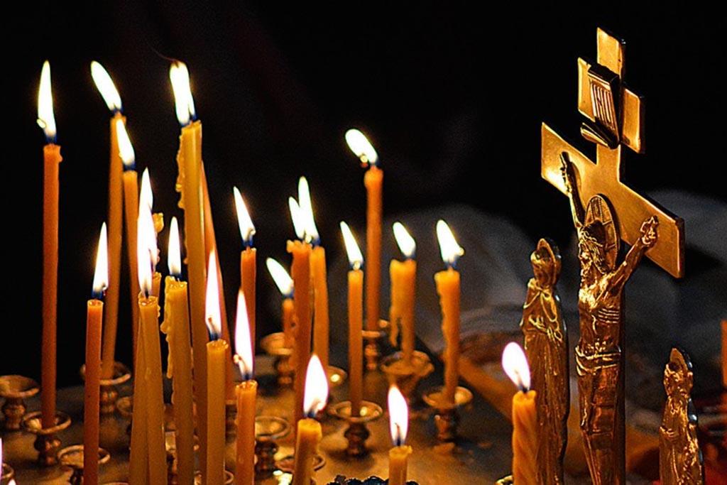 Как правильно поставить свечу в храме
