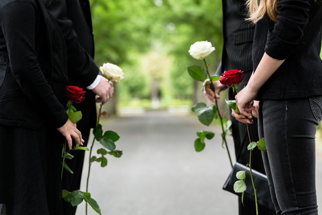 Какие еще цветы можно принести на могилу
