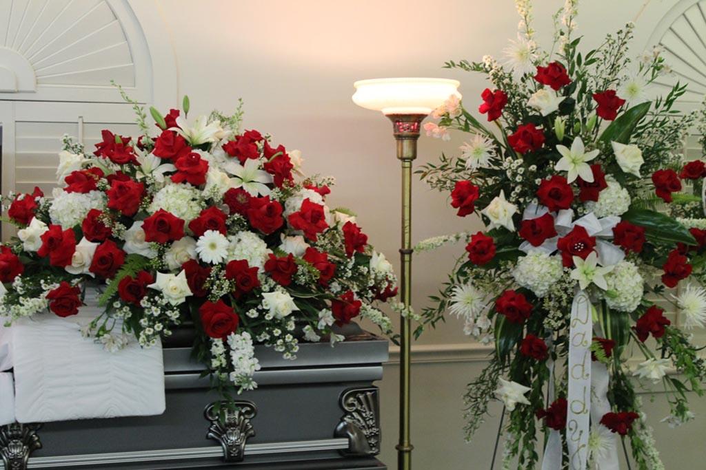 Комментарий флориста о погребальных цветах