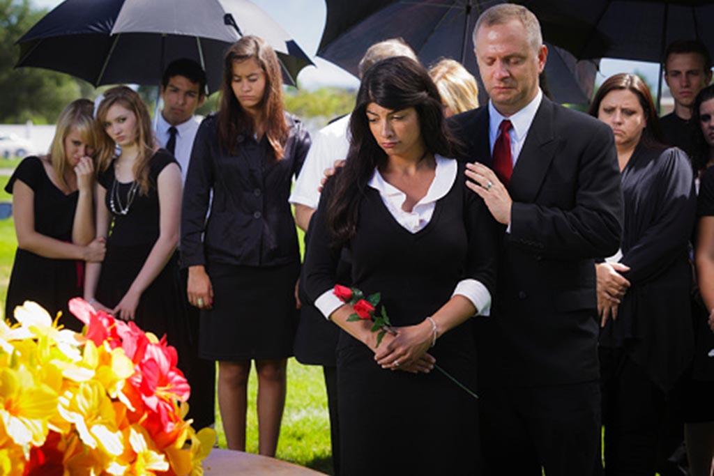 Можно ли фотографировать покойника в гробу на похоронах на сотовый телефон