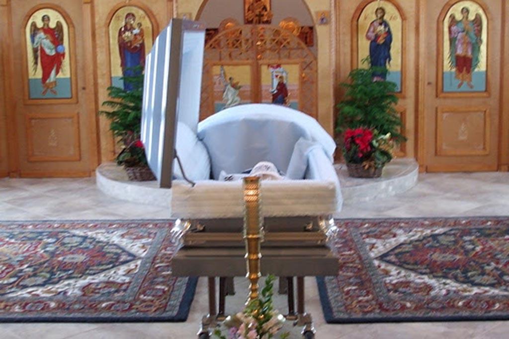 Можно ли класть икону в гроб умершего