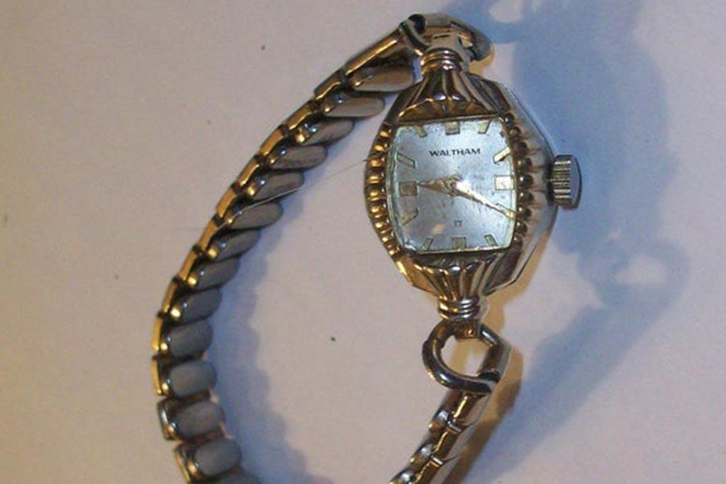 Можно ли носить часы умершего родственника
