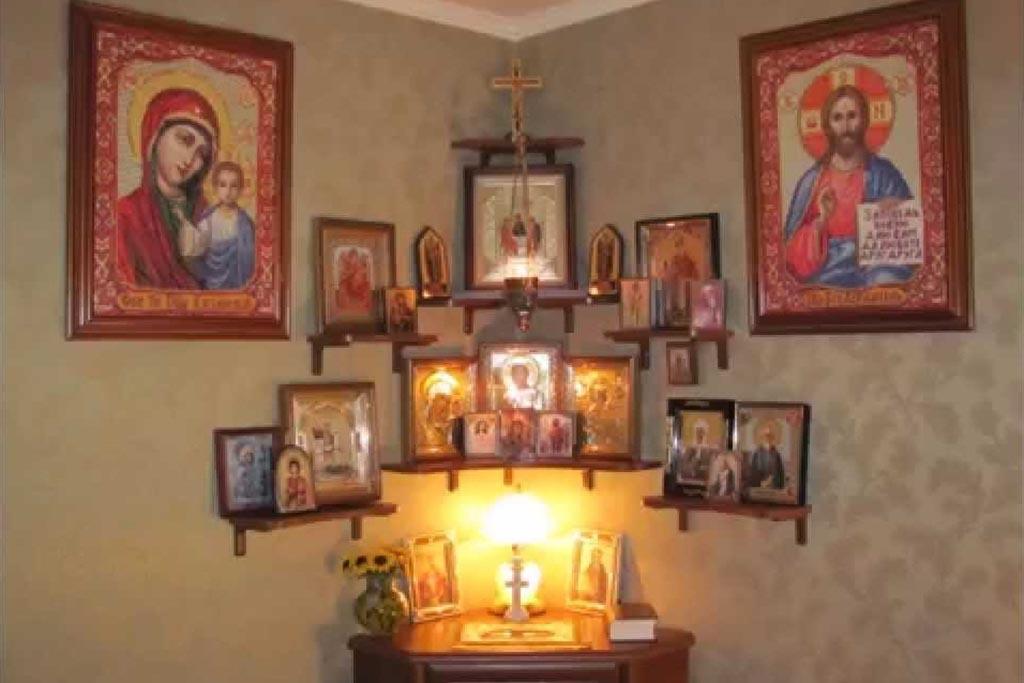 Можно ли забирать икону из гроба домой после похорон
