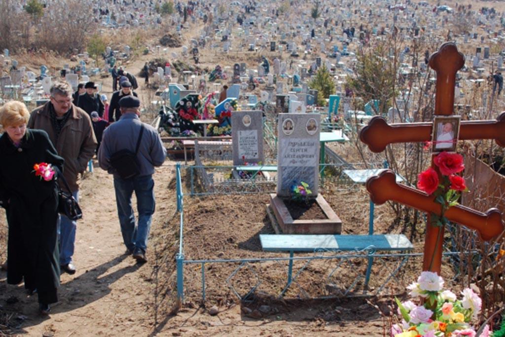 Посещение могилы на кладбище до 14.00