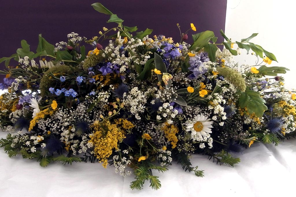 Цветы для прощания с умершим, как православная традиция