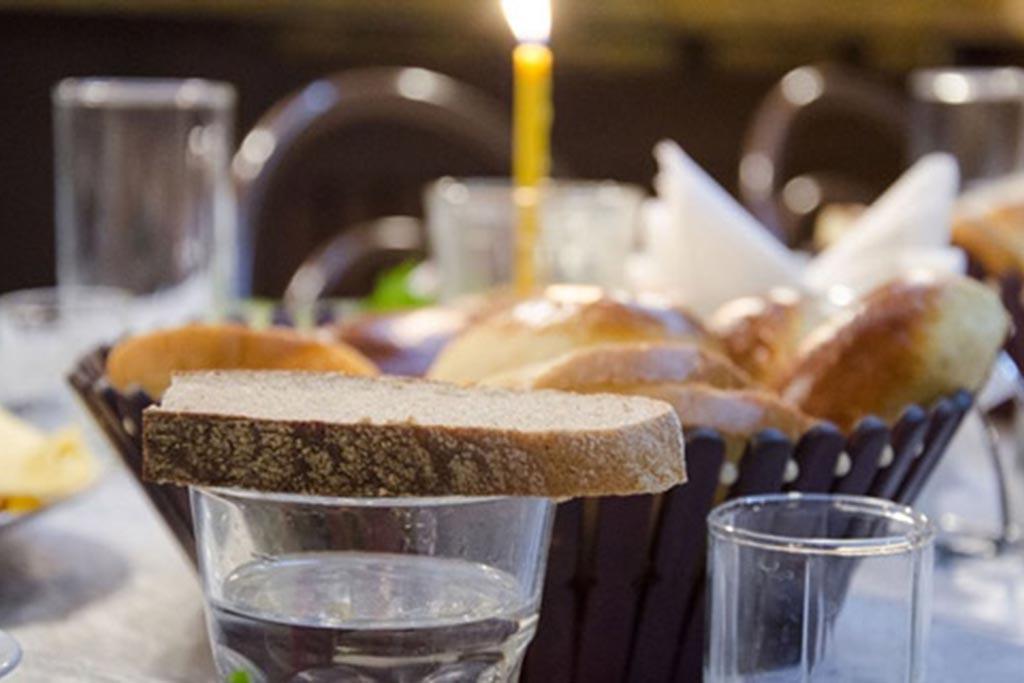 Водка и хлеб для путника
