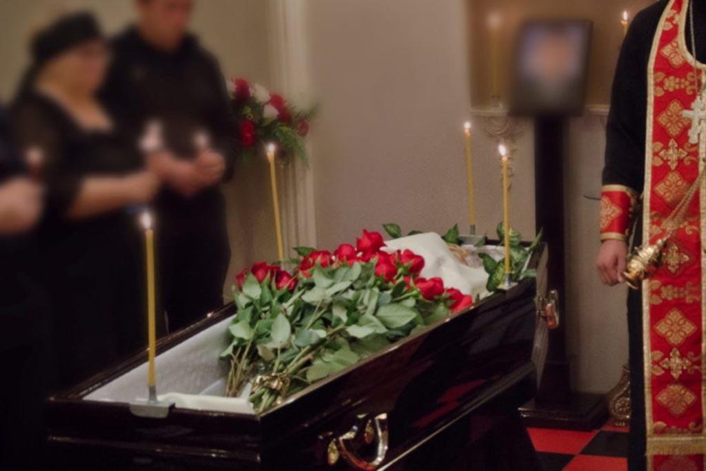 Зачем и для чего на похоронах раздают носовые платки и что с ними делать