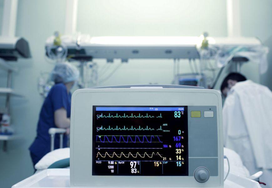 После гибели человека жизнеспособность организма тоже может поддерживаться, но достигается это путем искусственного поддержания дыхания, кровеносной системы, сердца.