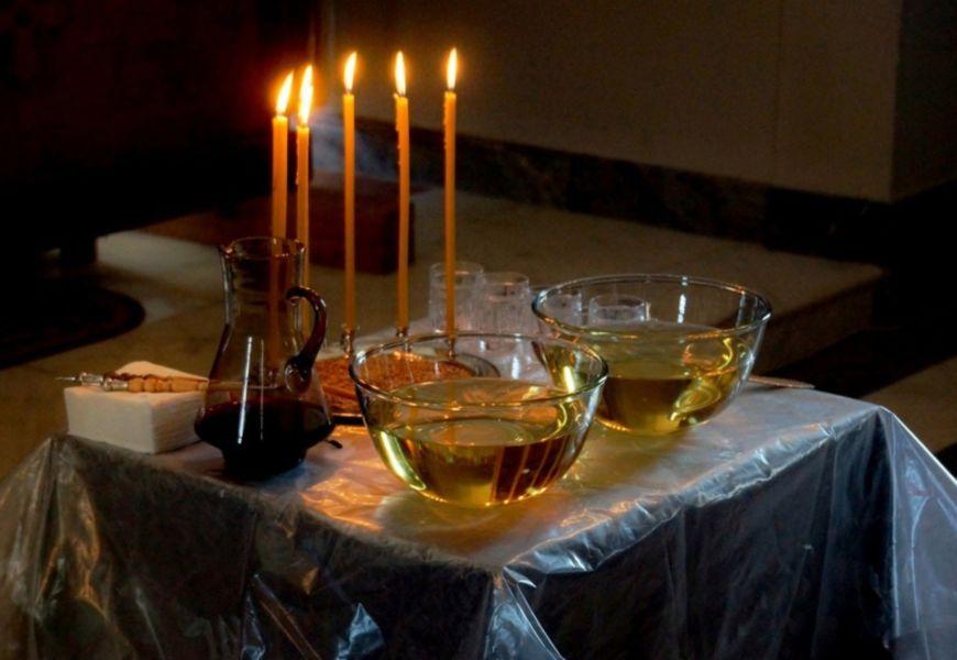 Соборование – осуществляется путем семикратного помазания елеем