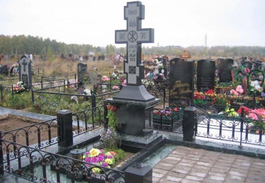 Что означает крест на могиле у православного человека