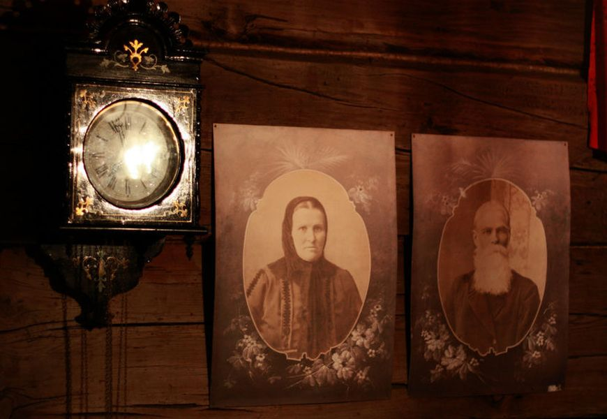 Вывешивание портретов умерших