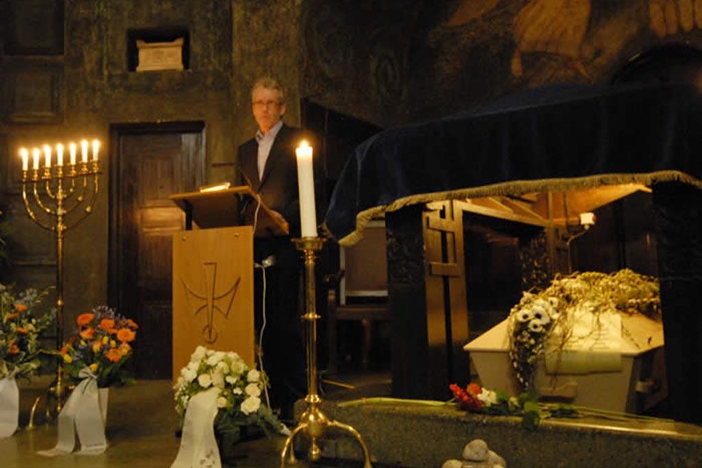 Слова благодарности за помощь и поддержку в похоронах, за участие и материальную помощь в трудную минуту