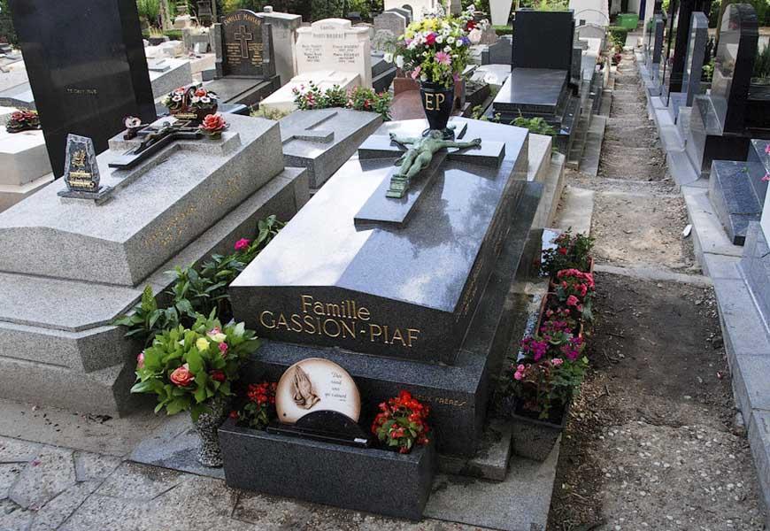 ТОП-20 самых больших кладбищ мира кладбище Пер-Лашез могила Эдит Пиаф