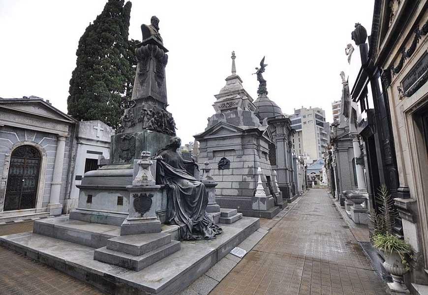 ТОП-20 самых больших кладбищ мира кладбище Реколета в Аргентине 1