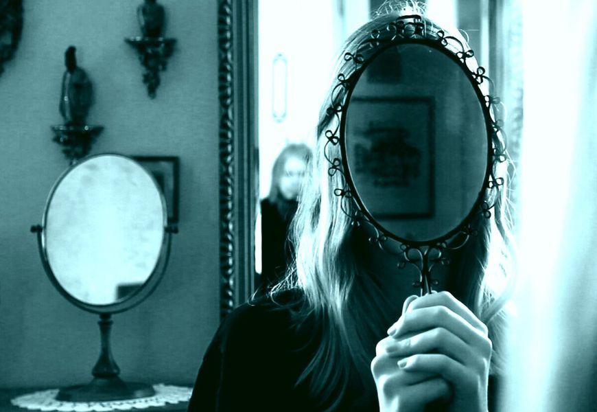 Отражение в зеркале, необъяснимое на фото