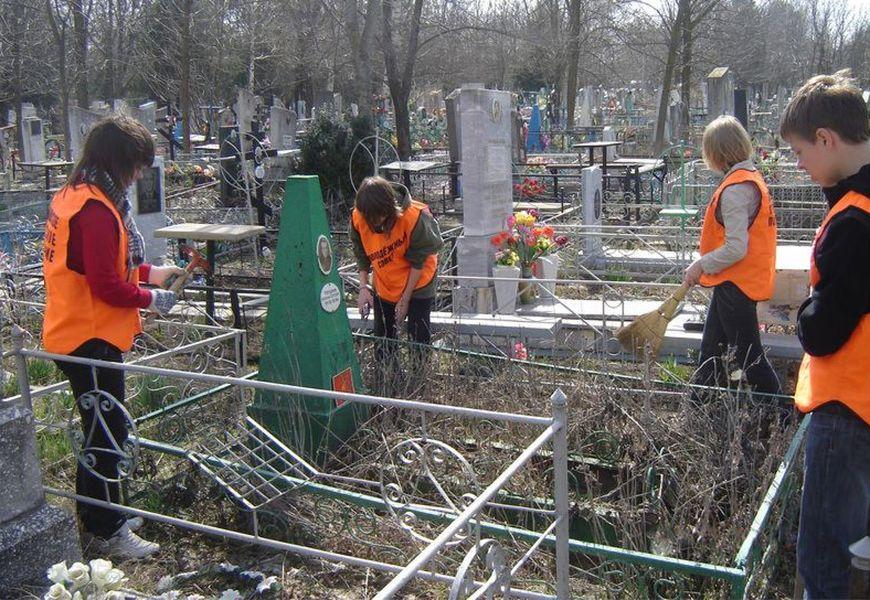 Общественное кладбище
