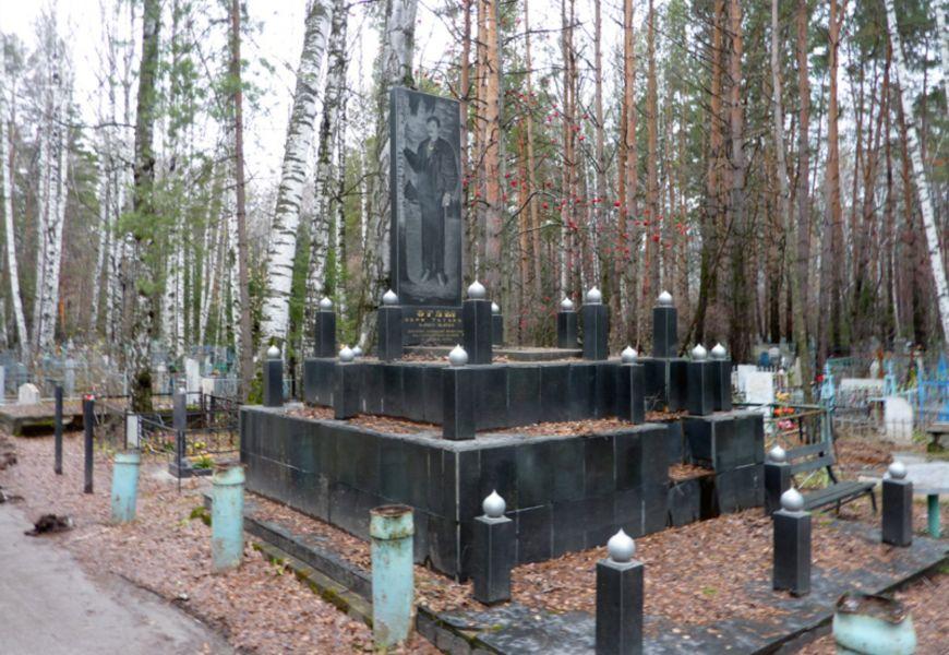 Могилы цыганских баронов внутри