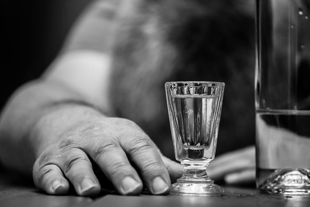 Можно ли пить алкоголь, поминая