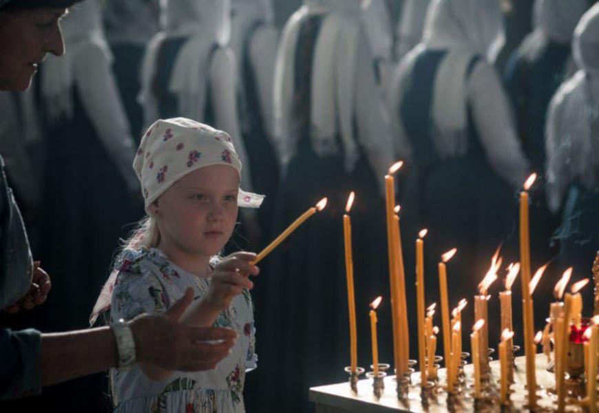 Зажечь свечу от другой свечи