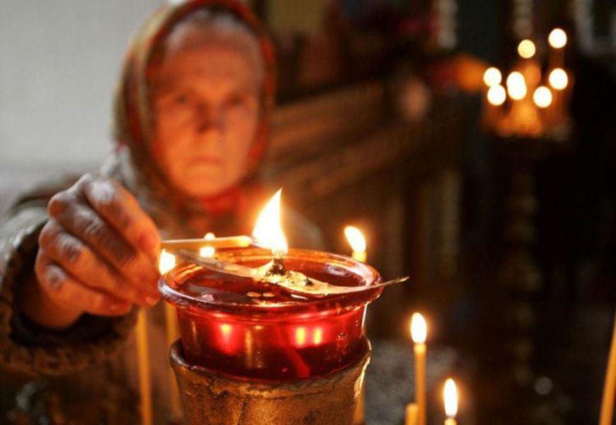 Зажигание свечи от лампадки