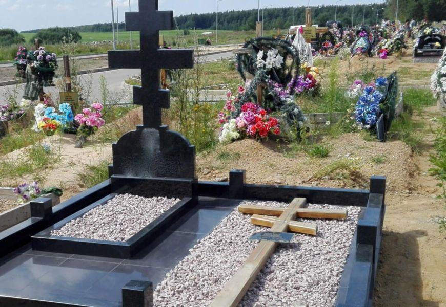 Можно ли оставить на могиле с памятником крест?