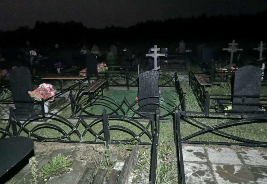 ото Кладбище ночью