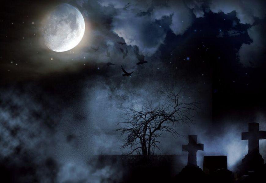 Кладбище ночью.