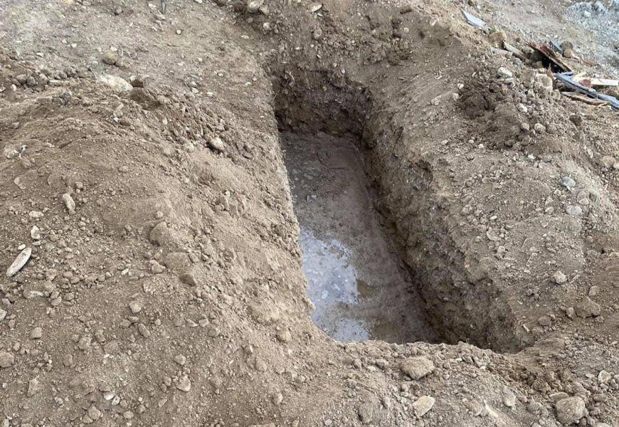Похороны за оградой кладбища