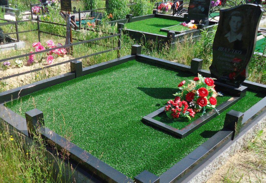 Укладка искусственной травы на кладбище