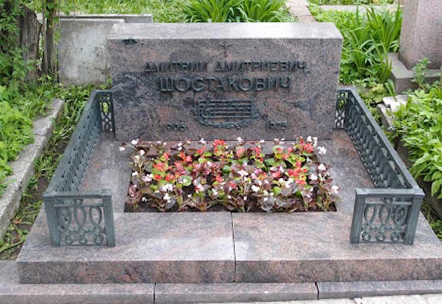 Могила Дмитрия Шостаковича