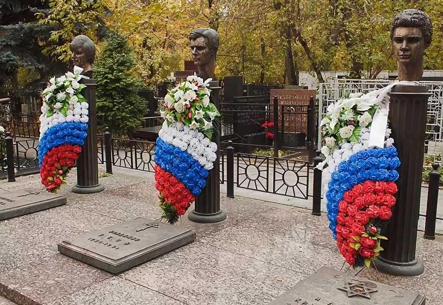 Могилы жертв путча 21 августа 1991 года