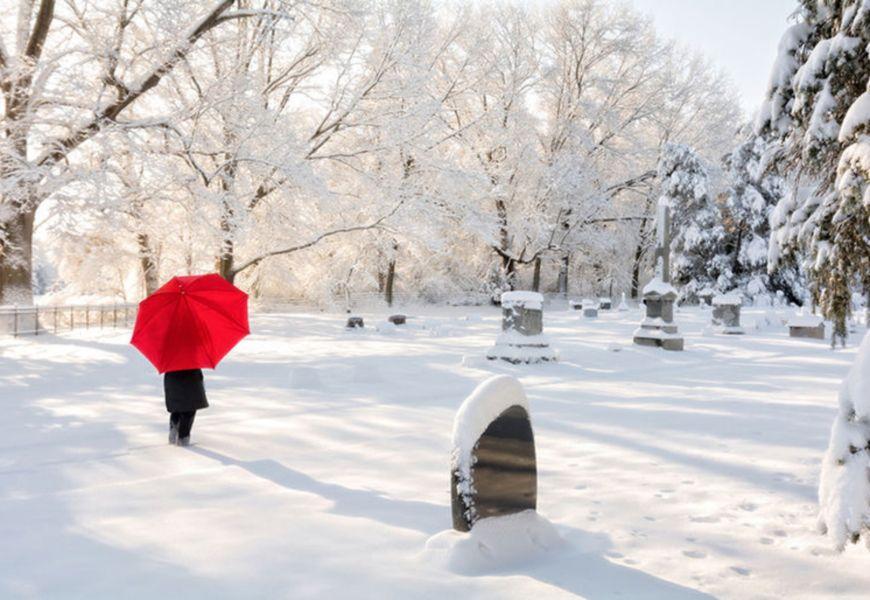 Могила зимой